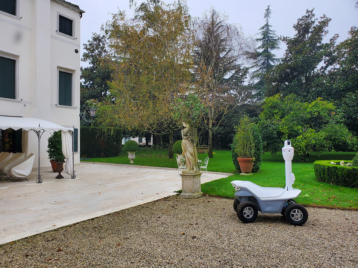 Smart villa outdoor robot